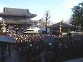 川崎大師本堂前